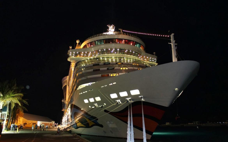 AIDA am Hafen von Nassau