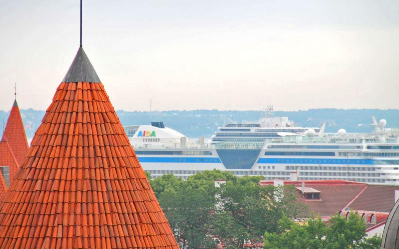 AIDA zwischen den Dächern Tallinns