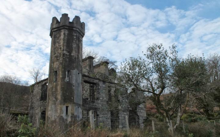 Burgruine in County Kerry zwischen Torc Waterfall und Ladies View