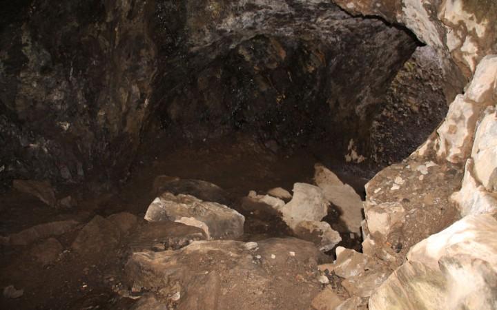 Abstieg in die Höhle
