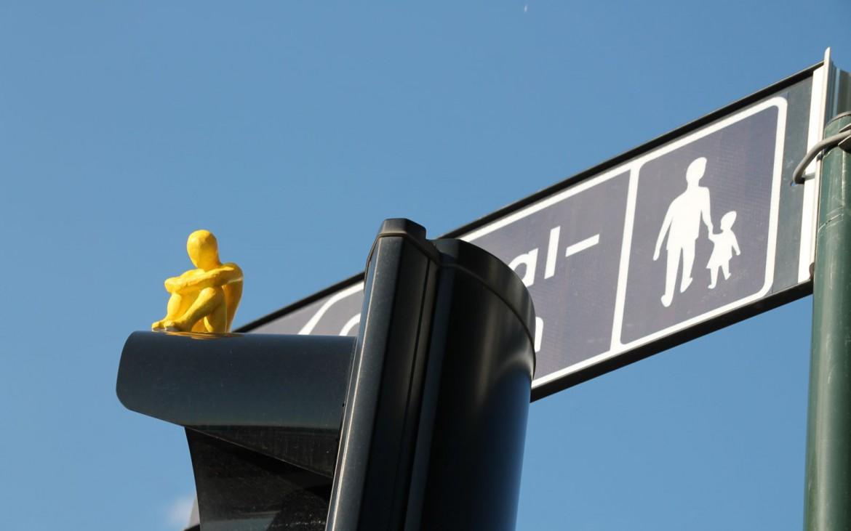Gelbes Männchen auf Ampel in Stockholm