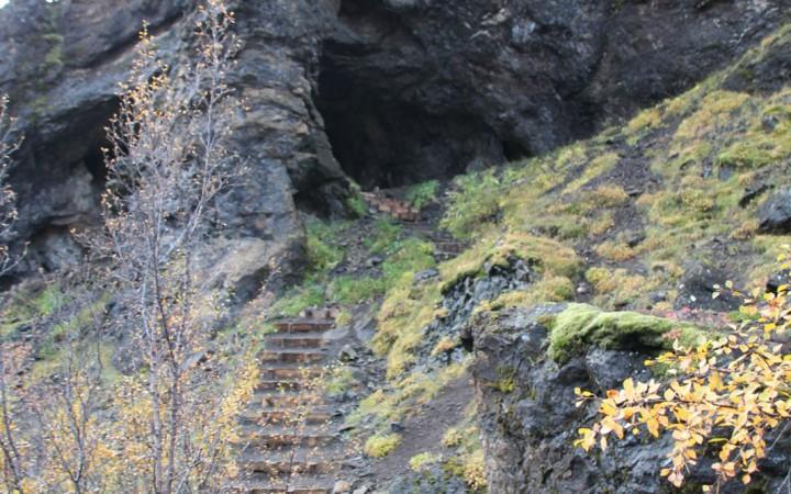 Blick zurück auf die Höhle