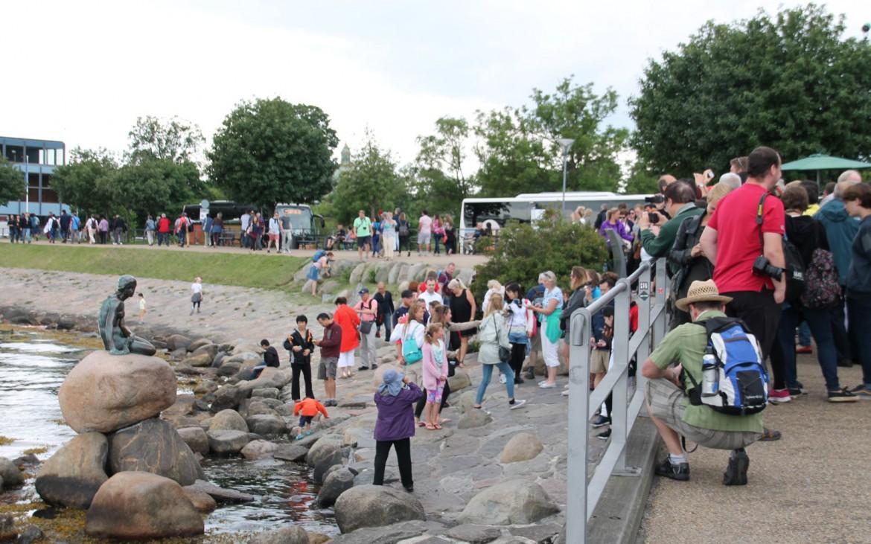 Menschenmenge an der Kleinen Meerjungfrau