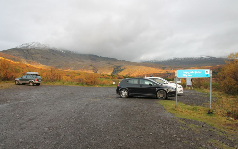 Parkplatz als Startpunkt der Glymur-Wanderung