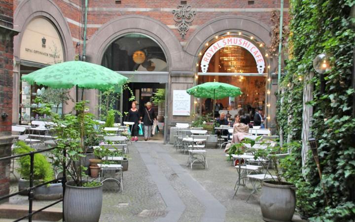 Innenhof vom Royal Smushi Café
