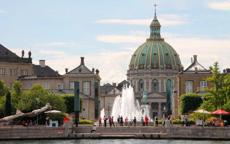 Schloss Amalienborg mit Frederiks Kirche