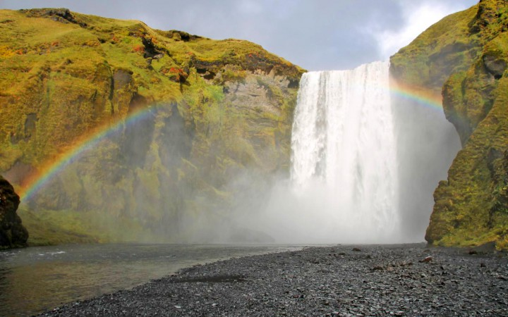 Skógafoss Wasserfall mit Regenbogen