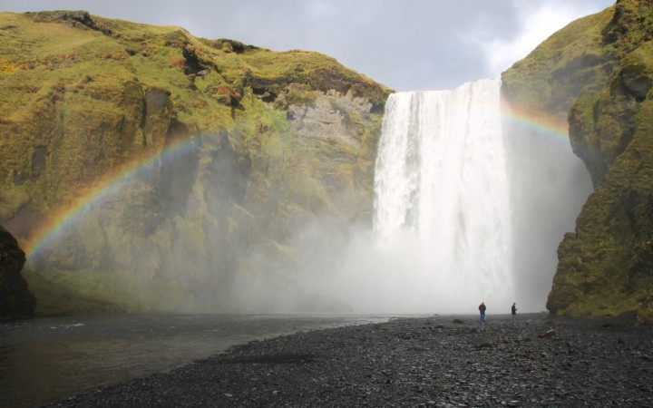 Regenbogen vor Skógafoss